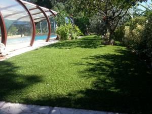 de la pelouse artificielle pour vos contours de piscine et jardin. Black Bedroom Furniture Sets. Home Design Ideas