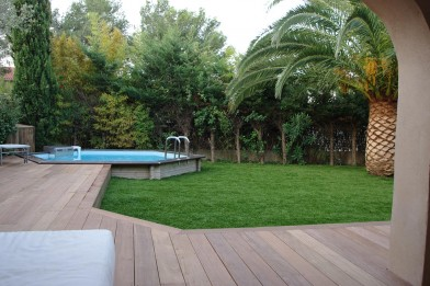 Création en pelouse artificielle : Un grand jardin