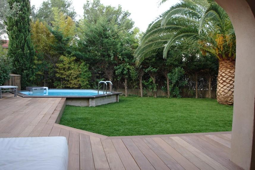 Un grand jardin sublim gr ce au gazon artificiel for Ecran de jardin synthetique