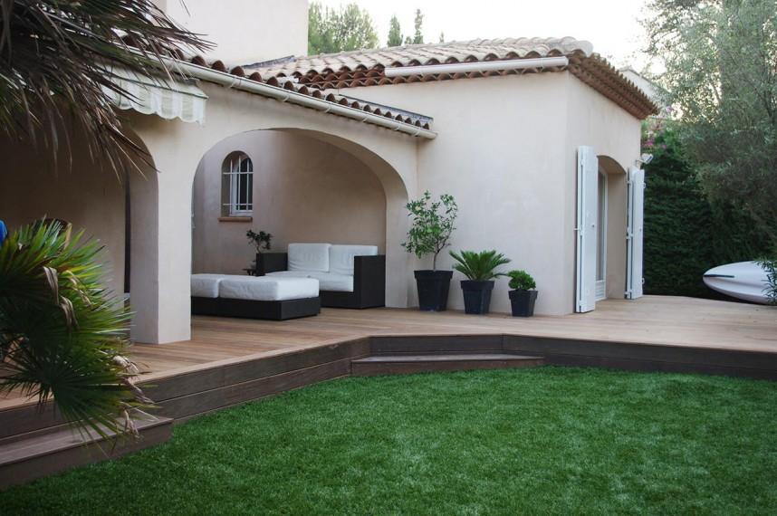jardin en terrasse avec un faux gazon plus vrai que nature. Black Bedroom Furniture Sets. Home Design Ideas