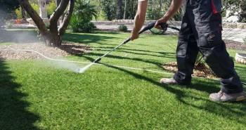 Illustration de Comment Entretenir, Assainir et Nettoyer un gazon synthétique ou pelouse artificielle