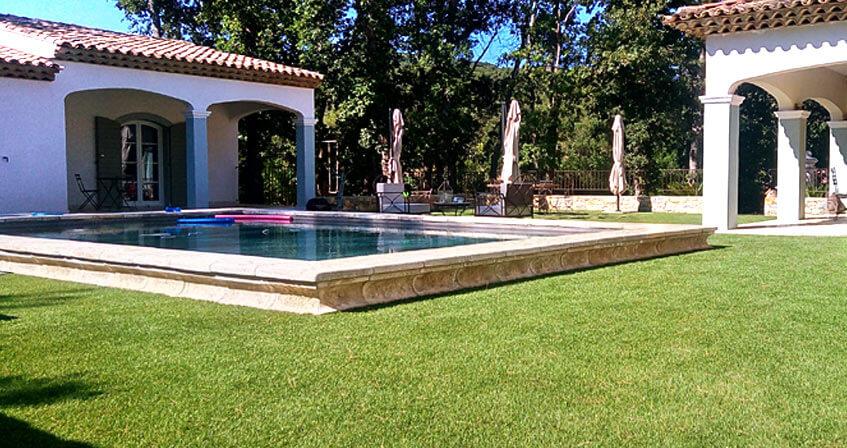 modèles d'herbe synthétique pour piscine et contour piscine