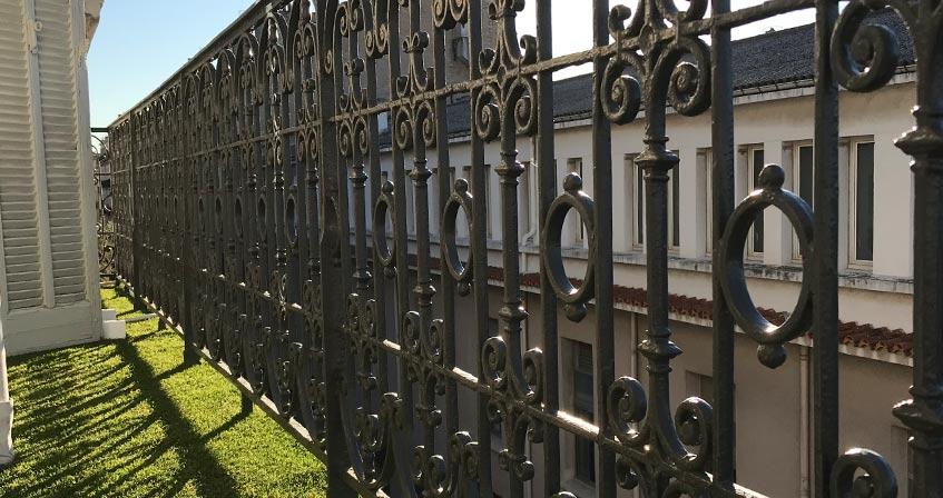 modèles de fausse pelouse pour balcon