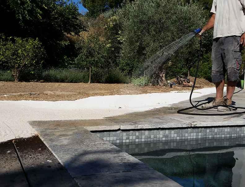 Pose gazon synth tique comment pr parer un sol meuble - Niveler un terrain pour pelouse ...