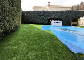 réalisation de pose en fausse pelouse sur terrasse