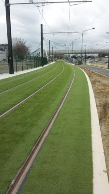 gazon-artificiel-tramway-toulouse-blagnac