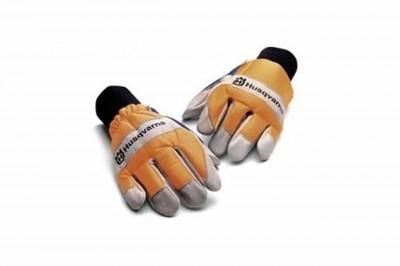 gants : accessoire pour pelouse artificielle