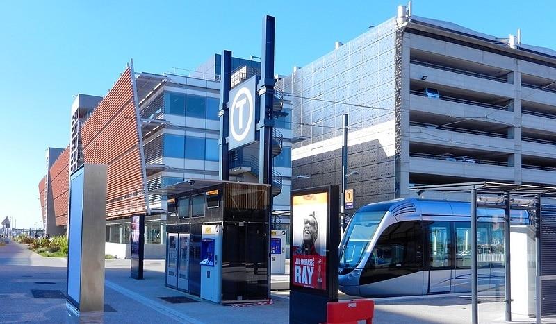 Illustration de Du gazon synthétique sur la nouvelle ligne de tramway T2 Toulouse
