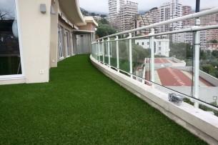 Création en pelouse artificielle : Gazon synthétique pour terrasse