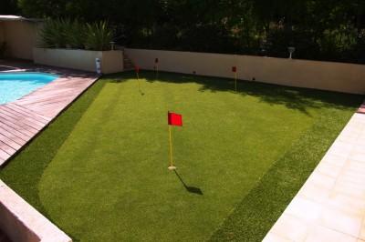 Avantages d 39 un gazon synth tique pour jouer au golf - Niveler un terrain pour pelouse ...