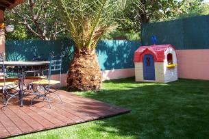Création en pelouse artificielle : Aire de jeux en gazon synthétique