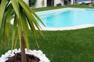 Création en pelouse artificielle : Contour de piscine