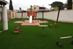 Création en pelouse artificielle : École maternelle Charles Sandro