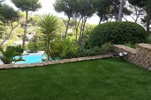 Création en pelouse artificielle : Un magnifique jardin en gazon synthétique à Draguignan