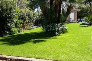 Création en pelouse artificielle : Achat et pose de pelouse artificielle dans les Hautes-Alpes