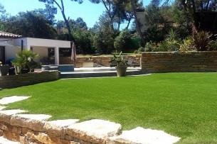 Création en pelouse artificielle : Achat et pose de gazon synthétique dans les Pyrénées-Orientales