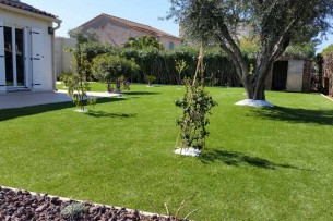 Création en pelouse artificielle : Achat et pose de gazon synthétique dans les Alpes-Maritimes