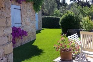 Création en pelouse artificielle : Achat et pose de gazon synthétique à Châteaurenard