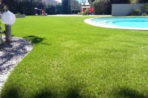 Création en pelouse artificielle : Achat et pose de gazon synthétique à Brignoles
