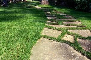 Création en pelouse artificielle : Installation de votre pelouse artificielle à Agde dans l'Hérault