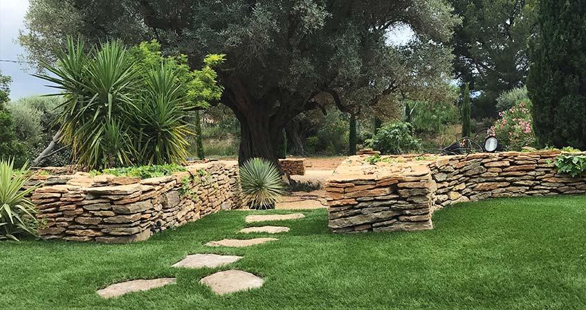 Illustration de Lunel dans l'Hérault : Aménagement d'un magnifique jardin en pelouse synthétique