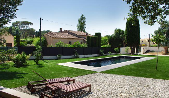 Achat et pose de gazon synthétique pour piscine et jardin