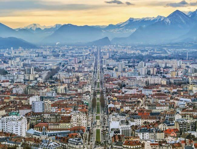 nos partenaires posent du gazon artificiel à Grenoble
