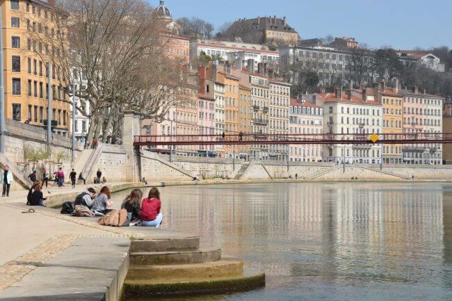 nos poseurs interviennent à Lyon et toute la région Auvergne Rhône Alpes