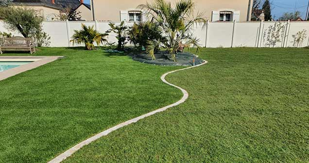 à gauche pelouse synthétique à droite pelouse artificielle